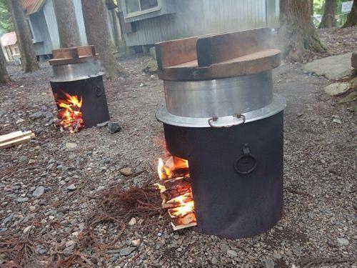 お釜でご飯を炊く