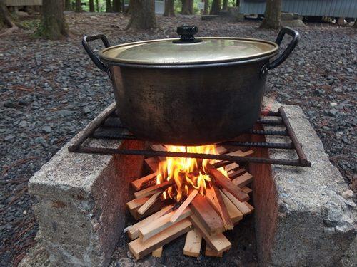 アウトドアクッキング カレーを煮込む